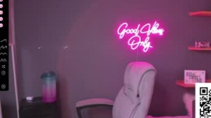 View free live cam of Helen_miller from Chaturbate - 20 years old - Colombia