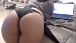 View free live cam of Sweet_ella from Chaturbate - 21 years old - Bootyland